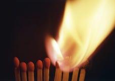 Allumette brûlante, réaction en chaîne image libre de droits