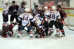 Allumette de hockey sur glace de Kharkov- Donbass Photos stock