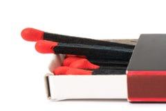 Allumettes noires dans la boîte d'allumettes Photographie stock libre de droits