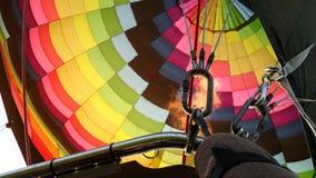 Allumez, le feu, montgolfière, arc-en-ciel images libres de droits
