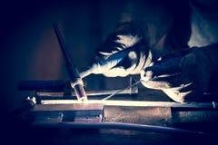 Alluminio della saldatura degli impiegati facendo uso di TIG Immagine Stock