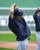 Allungamenti di Ichiro prima di un gioco Fotografie Stock