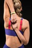 Allungamento atletico della donna Fotografie Stock