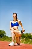 Allungamento atletico femminile Fotografia Stock Libera da Diritti