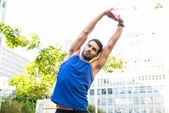 Allungamento bello dell'atleta Fotografia Stock Libera da Diritti