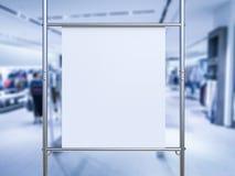 Allungamento bianco della tela sul tubo del metallo Fotografie Stock Libere da Diritti
