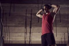 Allungamento dei muscoli Immagini Stock Libere da Diritti