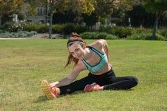 Allungamento dei tendini del ginocchio Fotografia Stock
