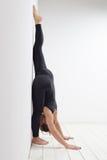 Allungamento del asana di yoga Fotografie Stock Libere da Diritti
