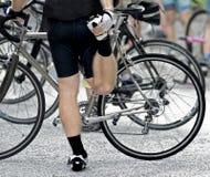 Allungamento del ciclista Fotografia Stock