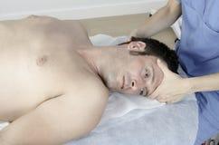 Allungamento del collo cervicale Fotografie Stock Libere da Diritti