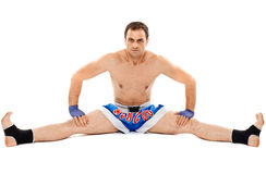 Allungamento del combattente di Kickbox Fotografia Stock
