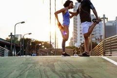 Allungamento del concetto sano di sport atletico Fotografia Stock Libera da Diritti