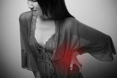 Allungamento del lombo indicato con il punto rosso sulla spina dorsale della donna Giovane femmina a Immagine Stock Libera da Diritti