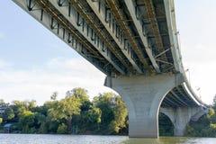Allungamento del ponte del fiume Immagini Stock Libere da Diritti