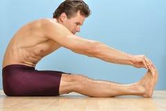 Allungamento del tendine del ginocchio Fotografie Stock Libere da Diritti
