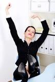 Allungamento della donna di affari. Immagine Stock