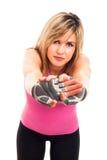 Allungamento della donna di forma fisica Immagini Stock Libere da Diritti
