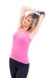 Allungamento della donna di forma fisica Fotografie Stock Libere da Diritti