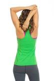 Allungamento della donna di forma fisica. retrovisione Immagini Stock