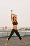 Allungamento della donna di yoga Immagine Stock Libera da Diritti