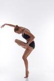 Allungamento della ginnasta della donna Fotografia Stock Libera da Diritti