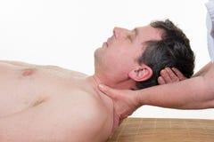 Allungamento della procedura ostheopathy nel collo Fotografia Stock Libera da Diritti