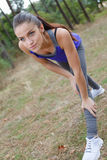 Allungamento delle gambe ed indietro Fotografie Stock