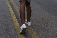 allungamento delle gambe per pareggiare di mattina Fotografia Stock