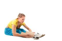 Allungamento di allenamento di forma fisica Fotografie Stock