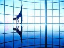 Allungamento di balletto Immagini Stock
