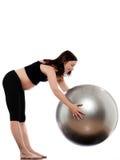 Allungamento di esercitazione della donna incinta Fotografie Stock