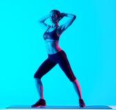 Allungamento di exercices di forma fisica della donna isolato Fotografie Stock Libere da Diritti