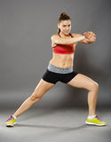 Allungamento di signora di forma fisica Immagini Stock