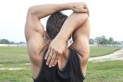 Allungamento e riscaldamento del braccio Fotografie Stock