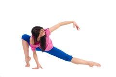 Allungamento femminile del ballerino Fotografie Stock