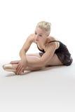 Allungamento grazioso della ballerina Immagini Stock Libere da Diritti