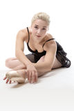 Allungamento grazioso della ballerina Immagine Stock Libera da Diritti