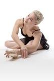 Allungamento grazioso della ballerina Fotografie Stock Libere da Diritti