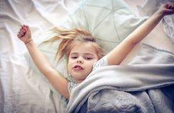 Allungamento a letto Immagini Stock