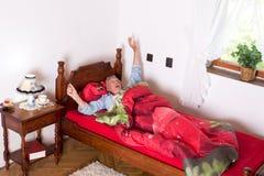 Allungamento a letto Fotografia Stock Libera da Diritti