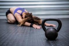 Allungamento muscolare della donna Fotografie Stock Libere da Diritti
