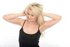 Allungamento naturale stanco attraente della giovane donna Immagine Stock Libera da Diritti