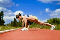 Allungamento sportivo della donna Immagini Stock Libere da Diritti