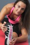 Allungamento sportivo della donna Fotografia Stock Libera da Diritti