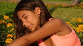 Allungamento teenager della ragazza Fotografia Stock Libera da Diritti