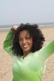 Allungando sulla spiaggia Immagini Stock Libere da Diritti