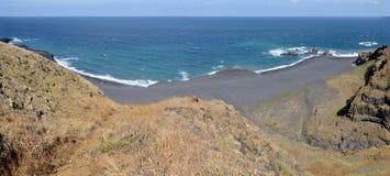 Allunghi se spiaggia di sabbia nera Immagine Stock