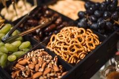 alluvium Καρύδια αμυγδάλων Εστίαση pretzels στοκ φωτογραφίες με δικαίωμα ελεύθερης χρήσης