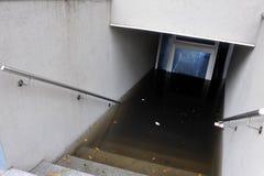 Allvarlig översvämning i byggnaderna arkivbilder